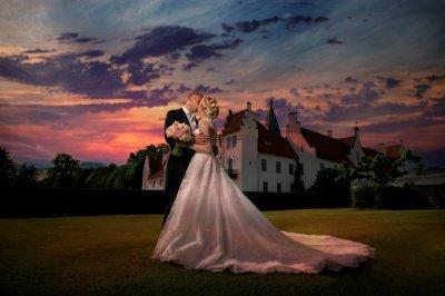 ed79342d5d16 Studiomix erbjuder fotografering,filmning,håruppsättning och makeup för  bruden på ert bröllop!