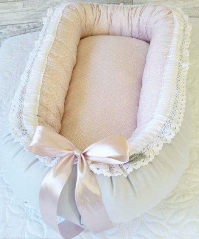 Grå rosa babynest