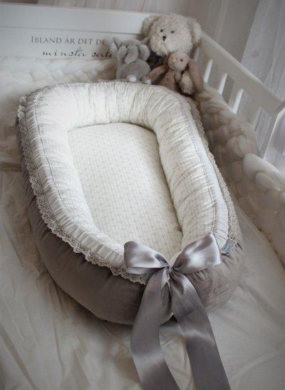babynest grå sammet mönstrad insida