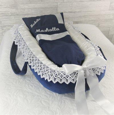 Blått babynest i sammet med handtag och spets