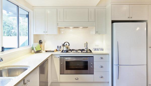 kylskåp i kök