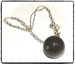 Halsband - Black Ball, Coin, Drop or Pendulum