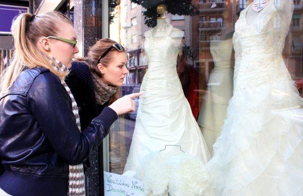 Sälja brudklänningar