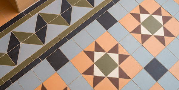 rengöra mosaikgolv