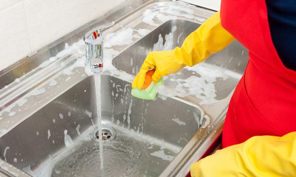 rengöra diskbänk och diskho