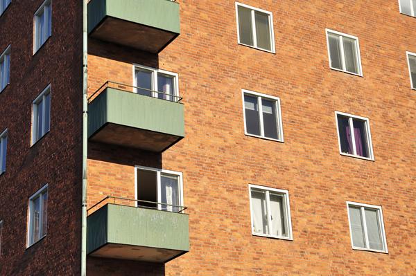 fönster i ett våningshus i Stockholm