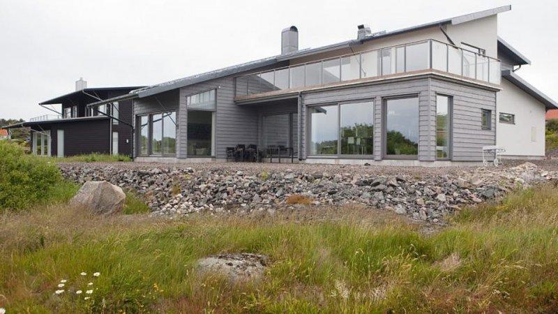 Inför ditt fönsterbyte i Örebro kan vi också erbjuda innovativa lösningar för altandörrar.