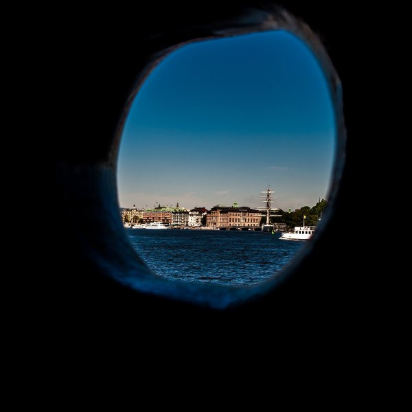 stockholm-genom-batfonster.jpg