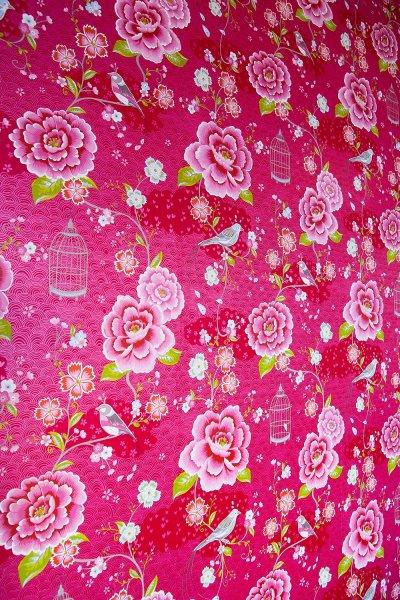 rosa-blommig-tapet.jpg