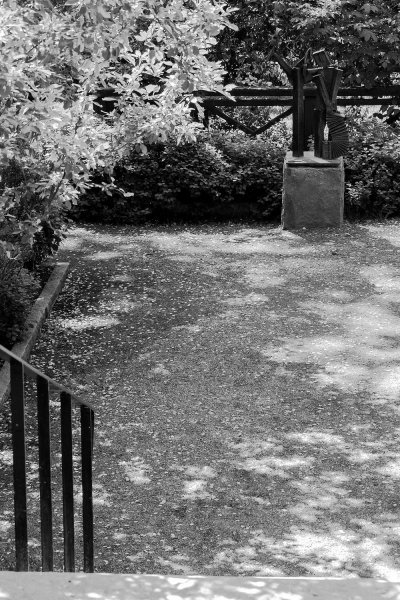 skulptur-efter-festen-svartvit.jpg