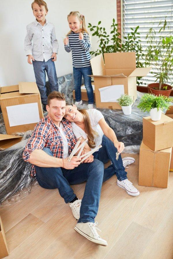 Familj flyttar in i bostadsrätt