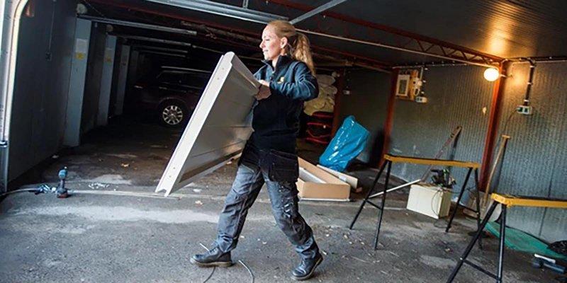 VI byter och monterar garageportar i Värmland.