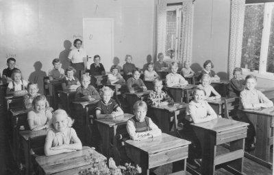 hakan-skolkort-irsta-ca1953.jpg