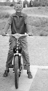 hakan-och-bengt-pa-moped.jpg