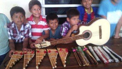 /barn-med-de-nya-instrument-1.jpg