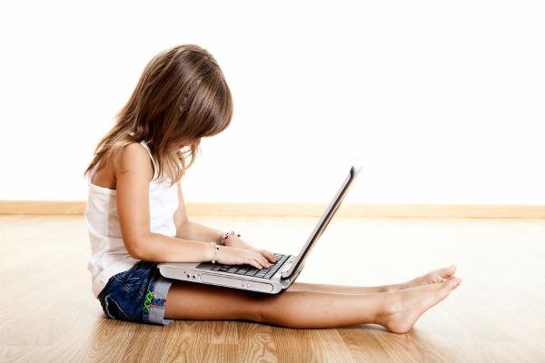 golv flicka dator