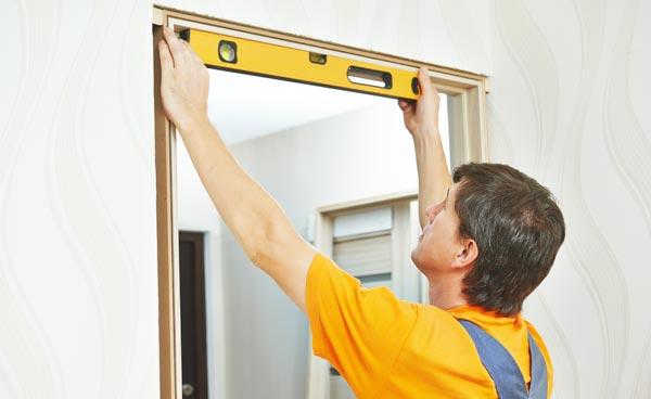 kapa och måla dörrfoder