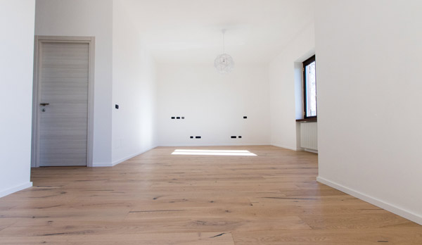 nyslipat golv inför försäljning