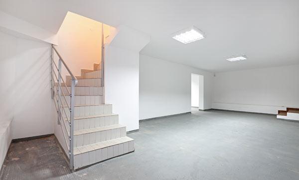 läggas nytt golv i källaren