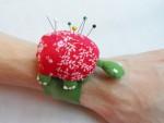 nålar-nåldyna-armband-arm-sköldpadda-smart-lösning-beskrivning-mönster-sy-sömnad-tyg-figur-handarbete-pyssel-hantverk