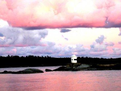 nynashamn-nynas-havsbad-rosa-kvallsskymning-fyren.jpg