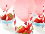 duka fint dekorera luftballong diy jordgubbar äta fika kalas