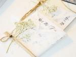 bröllop-save-the-date-bröllopsdag-giftemål-gifta-sig-inbjudningkort-inbjudning-blomma-snöre-bröllopskort-vitt