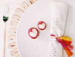 dukning-duka-bordet-dukningstips-rädisor-hjärtan-servett-underlägg-bordsplacering-bestick-inspiration