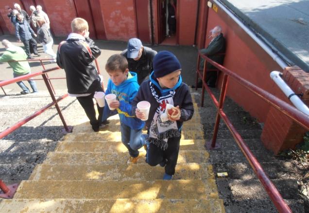 Jeunes fans de Queen's Park