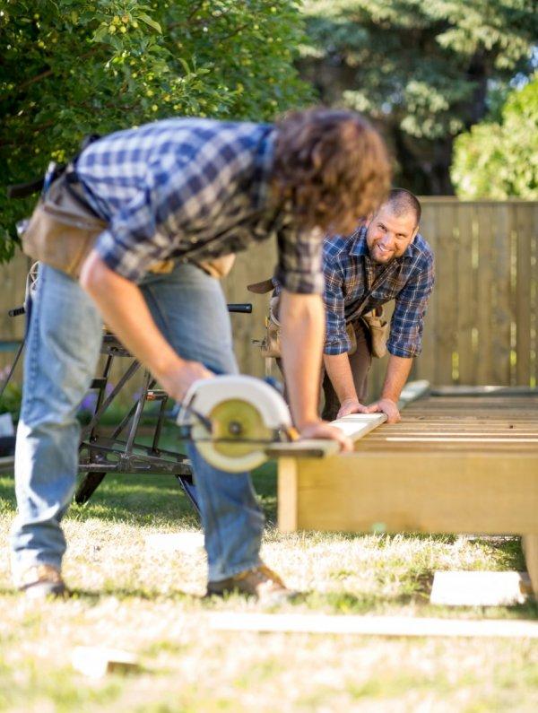 Snickare bygger hus