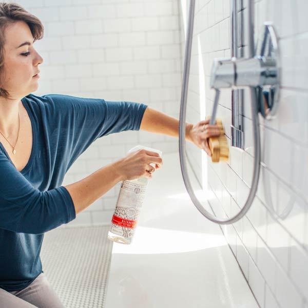städa badrummet