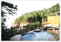 露天風呂から見下ろす太平洋が絶景!お湯は天然温泉掛け流し♪