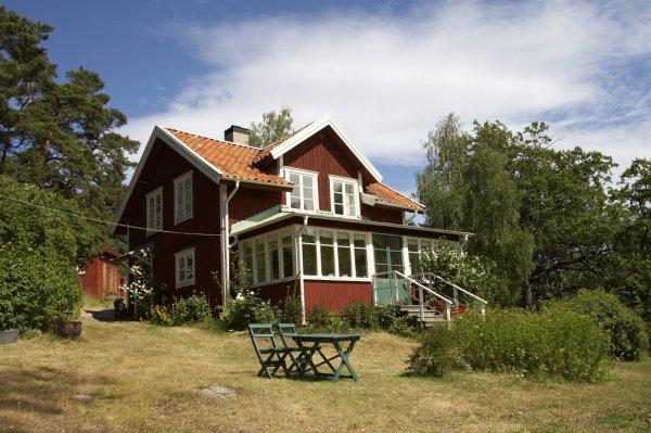 rött hus på landet