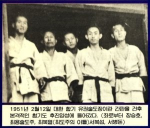 choi-with-students-in-doboks.jpg
