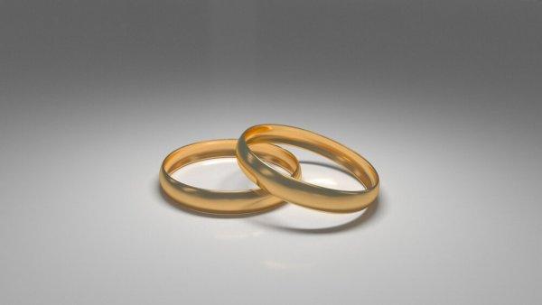 Två vigselringar i guld