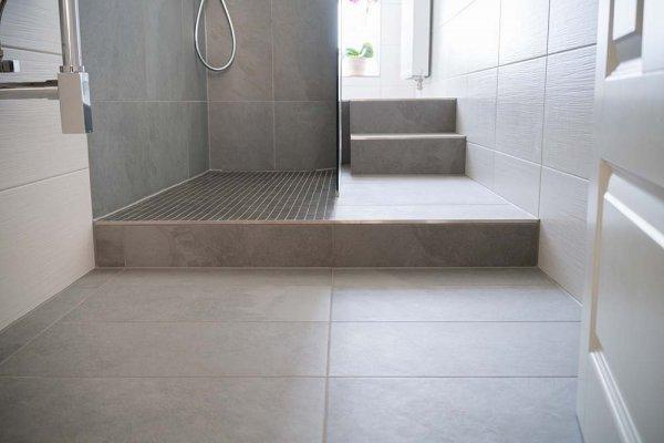 Badrumsgolv och dusch