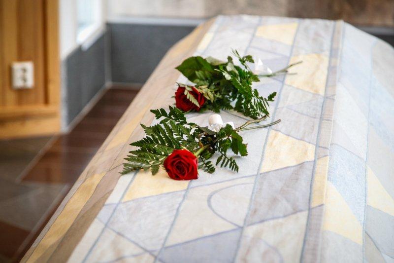 vad skriver man på begravningskort
