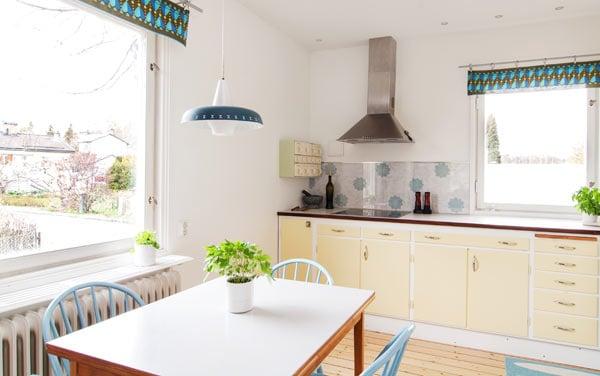 renoverat kök med gamla stommar