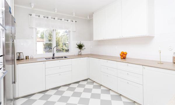 rutigt golv i köket