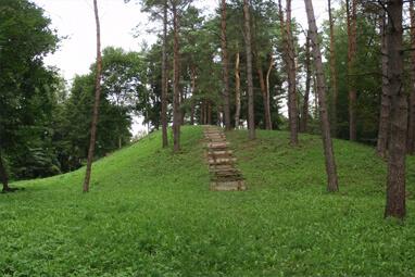 Dubių piliakalnis, Dubiai