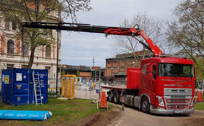 Vi tar på oss flera uppdrag med kranbil i Skövde.