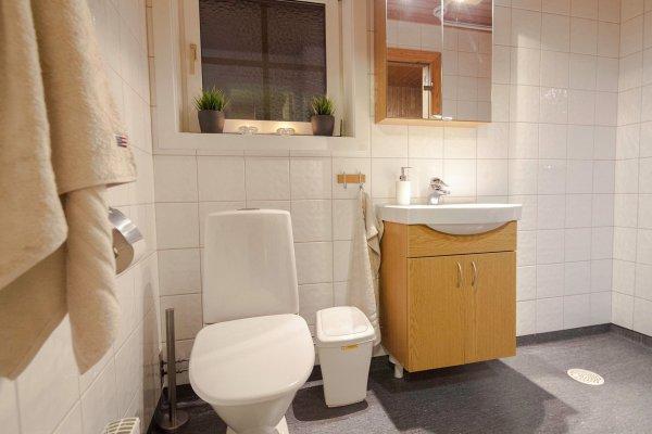 Boende i Lindvallen med fräscht badrum.