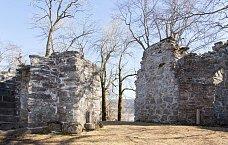 Klosterruiner ved Reins kloster i Rissa
