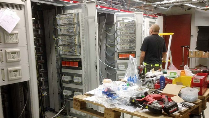 Vi installerar kopplingscentral i Solna.