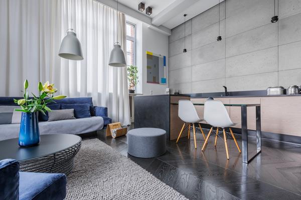 nyrenoverad lägenhet med gemensamt kök och vardagsrum i Stockholm
