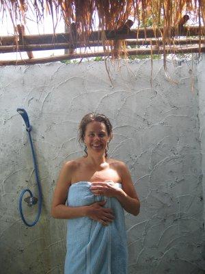 pia-dusch-utan-tak.jpg