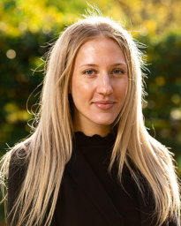 Emma Käll är mäklarassistent.