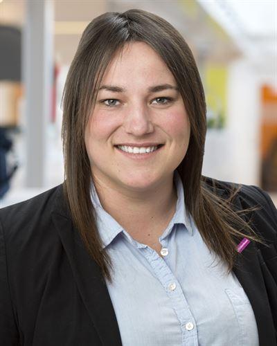 Veronika Andersson Gosk är en av våra mäklare i Huddinge.