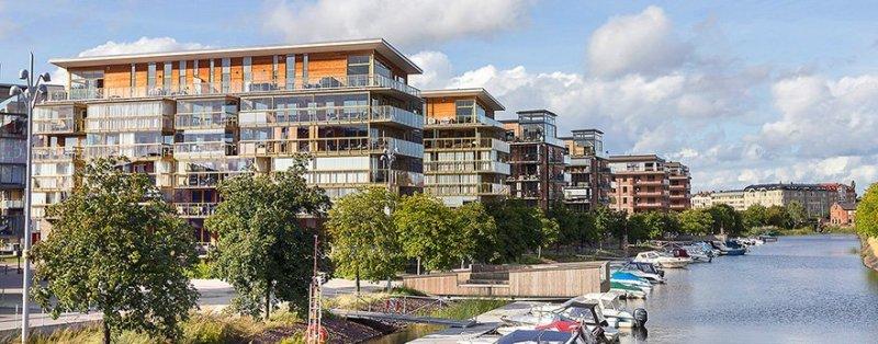Våra mäklare i Karlstad hjälper dig köpa och sälja bostad i Karlstad.