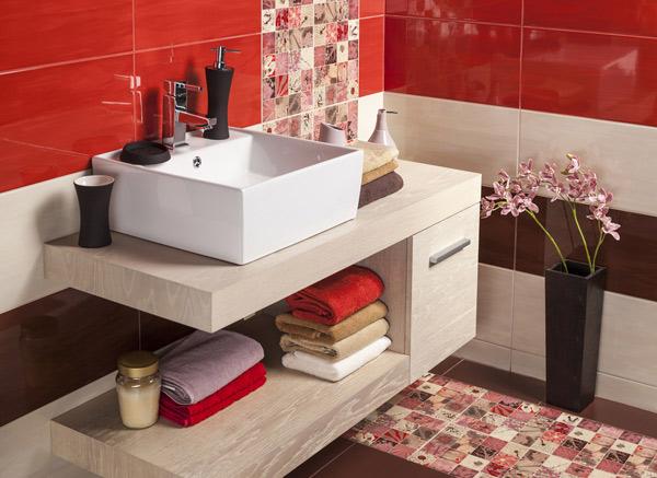 rött kakel i badrummet